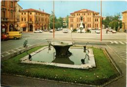 MOGLIANO VENETO  TREVISO  Piazza Municipio  Monumento  Fontana  Auto Mercedes  Diane 6  Furgone Ford - Treviso