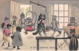 Illustration WAIN Louis - La Pesée Des Jockeys. In The Weighing Room. Carte Gaufrée Couleurs - Wain, Louis