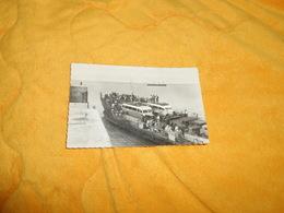 CARTE POSTALE ANCIENNE CIRCULEE DE 1952. / SABLANCEAUX. ILE DE RE.- LE DEPART DU BAC..CACHET + TIMBRE - France