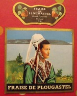 étiquette Liqueur Pur Fruit 25°. Fraise De Plougastel Grande Spécialité Bretonne. Vers 1960 - Alcohols