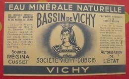 étiquette Eau Minérale Naturelle. Bassin De Vichy. Vichy-Dubois. Source Régina Cusset. Vers 1960 - Publicités