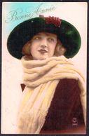 FEMME - CP - Jeune Femme Avec Chapeau Et écharpe - Circulé - Circulated - Gelaufen - 1927. - Femmes