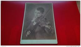 PHOTOGRAPHIE LE JEUNE MUSISICEN PAR L.FERY VIOLON PHOTO GEO.L.COOK CHARLESTONE - Non Classés