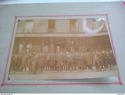 PHOTO PARIS GROUPE DE DIAMANTAIRE DEVANT LA BRASSERIE VIENNOISE LE PILLOUER MR CHOISELAT 1913 - Lieux
