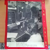 GRANDE PHOTO LA TRINITE 1972 TRANSMISSION A BORD DU DAPHNEE - Guerra, Militares