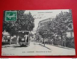 CANNES DESCENTE DE LA GARE TRAMWAY GROS PLAN - Cannes