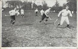 Les Sports: Le Hockey Sur Gazon, En Plein Match - Imp. Emile Pécaud & Cie - Postcards