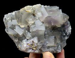 Fluorite Grise Avec Fantôme Violet Du Yunnan, Chine, 500g, 12x8x5 Cm - Mineralien