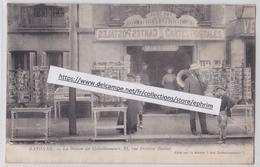 BAYONNE - Devanture Magasin De Cartes Postales La Maison Des Collectionneurs Editeur 21, Rue Fédéric Bastiat Cartophilie - Bayonne