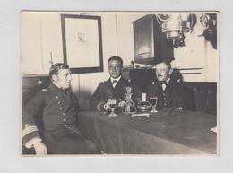WW1 K.u.k. Austro-Hungarian Navy Officers Sharing A Drink In The Officers Quarters B190410 - Krieg, Militär