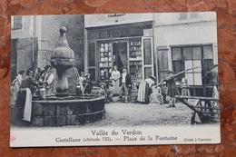 CASTELLANE (04) - PLACE DE LA FONTAINE - DEVANTURE DE MAGASIN E. BOYER - VALLEE DU VERDON - Castellane