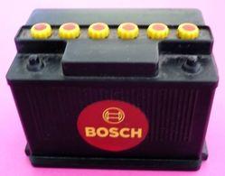 Taille Crayon Publicitaire BOSCH Dans Son Jus - Batterie Automobile - Bon état - 6,5 X 4 X 4,5 Cm - Collection - Autres