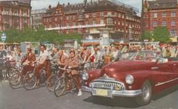 CARTOLINA - POSTCARD - DANIMARCA - COPENHAGEN - CYCLIS ON THE TOWN HALL SGUARE - Danimarca