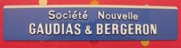 Plaque Métal + Plastique Publicitaire. Relief. Société Nouvelle Gaudias & Bergeron. Vers 1960 - Plaques Publicitaires