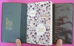 Calendrier Agenda Encyclopédique De Poche 1980 - Dans étui - ELIE CARPENTIER Coiffure Lille - Panneaux - Photo Coiffure - Calendriers