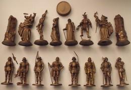 Jeu D'échec Café Mokarex Complet Des 32 Figurines En Plastique. Figurines Très Fines - Figurines