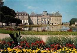 54 - Lunéville - Le Château - Jardins à La Française - Fleurs - Voir Scans Recto-Verso - Luneville