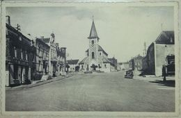 Sivry L'Eglise Et La Place Avec Automobile - Sivry-Rance