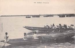 Afrique > Sénégal  DAKAR Piroguiers (pirogues) Voir ETAT (Cpa  Dos:SIMPLE Fortier Dakar N° 136) * PRIX FIXE - Senegal