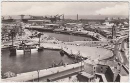 59 - DUNKERQUE - Entrée Du Port Et Place Du Minck - Dunkerque