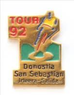 Pin's LE TOUR 92 - DONOSTIA SAN SEBASTIAN (Espagne) - Cycliste Maillot Jaune - I193 - Wielrennen