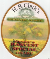 H.B.CLARK'S BREWERY (WAKEFIELD, ENGLAND) - HENRY'S HARVEST SPECIAL - PUMP CLIP FRONT - Uithangborden