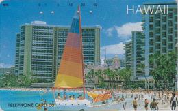 TC Ancienne Japon / 110-011 - HAWAII - Plage Hotel Bateau Voilier - Beach Sailing SHIP Japan Phonecard - Site USA 455 - Paysages