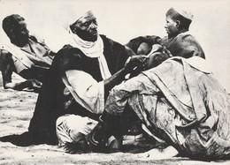 REF.HN . CPM . AFRIQUE . NIGER .  COIFFEUR TRADITIONNEL - Niger