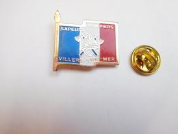 Beau Pin's , Sapeurs Pompiers De Villers Sur Mer , Drapeau Tricolore , Calvados - Bomberos