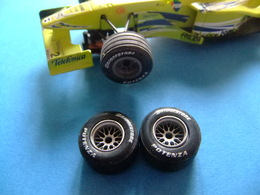 SCALEXTRIC MINARDI Y SIMILARES F1 Accesorio 2 Ruedas Delanteras Minardi F1 - Circuitos Automóviles