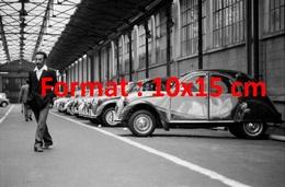 Reproduction D'une Photographie Ancienne D'une Vue De Citroen 2 CV Dans L'usine De Levallois En 1984 - Reproductions