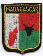 ECUSSON TISSU  FEUTRINE NOIRE   MADAGASCAR - Ecussons Tissu