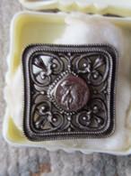 BROCHE ANCIENNE SAINT ANTOINE DE PADOU - MÉTAL ARGENTE - Bijoux & Horlogerie