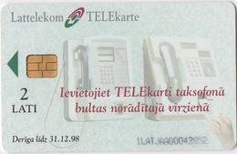 Latvia : 2 Téléphones Publiques Aux Télécartes - Telephones