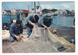 85 Les Sables D'Olonne N°161 Marins Réparant Les Filets De Pêche Pêcheurs Bateaux - Sables D'Olonne