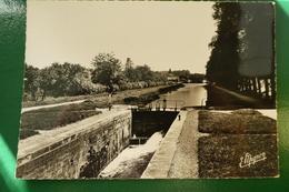 Tonnerre Yonne Le Canal De Bourgogne Le Port Et Les Deux écluses écrite En 1960 - Tonnerre