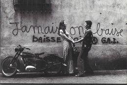 "PHOTO PHOTOGRAPHIE GRAFFITI  ""JAMAIS ON BAISSE"" MOTO MOTOCYCLETTE  NEUDIN N° 69 - Photographs"