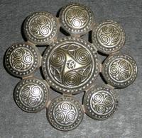 Rare Bijou Ancien En Métal Argenté, Broche Celtique Celte Triskell KELT - Broches