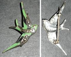 Rare Bijou Ancien En Métal Laqué, Broche Oiseau Hirondelle Aronde Moineau - Broches