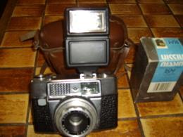 SUPERBE Appareil Phographique,avec Sa Sacoche En Cuir Et Son Flasch ,voir Scann Pour Détails - Appareils Photo