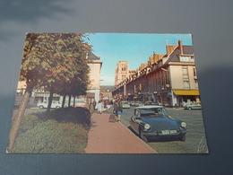 ABBEVILLE  Place Bonaparte. DS - Abbeville