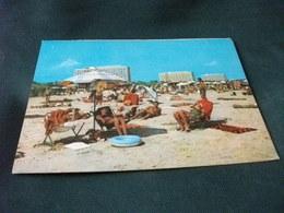 PIN UP   BIKINI  DONNA DISTESE AL SOLE Mamaia Plaja La Plage Romania Carte Postala - Pin-Ups
