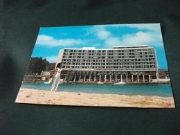 PIN UP   DONNA VESTONO BIANCO HOTEL PALAESTINA AM MONTAZA STRAND PALESTINE ALEXANDRIA EGITTO - Pin-Ups
