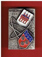 INSIGNE EPINGLETTE 10 ANS DE JUMELAGE VILLE DE CHARTRES EURE ET LOIR FRANCE ET VILLE DE SPIRE ALLEMAGNE DRAGO 1969 - Obj. 'Remember Of'