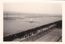 PHOTO--AVIATION---AVION--( Une Journée Sur Le Terrain )--voir 2 Scans - Aviation