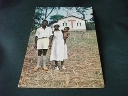MISSIONI AFRICA CAPPELLA DEL PADRE SANTO COSTRUITA DAI CAPPUCCINI GENOVESI A ZEMBE' NASCE LA FAMIGLIA CRISTIANA - Missioni