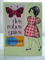 Superbe Plaque Publicitaire à Pendre Ou à Poser Sur Comptoir - Des Robes Gaies NYLFRANCE - Mode Vêtement - Plaques En Carton