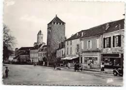 MARTEL - Place Gambetta Cours Des Fossés Pompe Essence Azur . Buraliste Tabac.  Edit Narbo - France