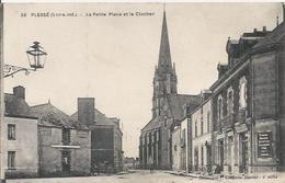 Carte Postale Ancienne De Plessé ,la Petite Place Et Le Clocher - France