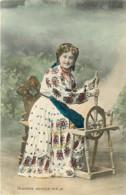 CROATIE , HRVATSKA NARODNA NOŠNJA ( Fileuse ) , * 396 31 - Croatie
